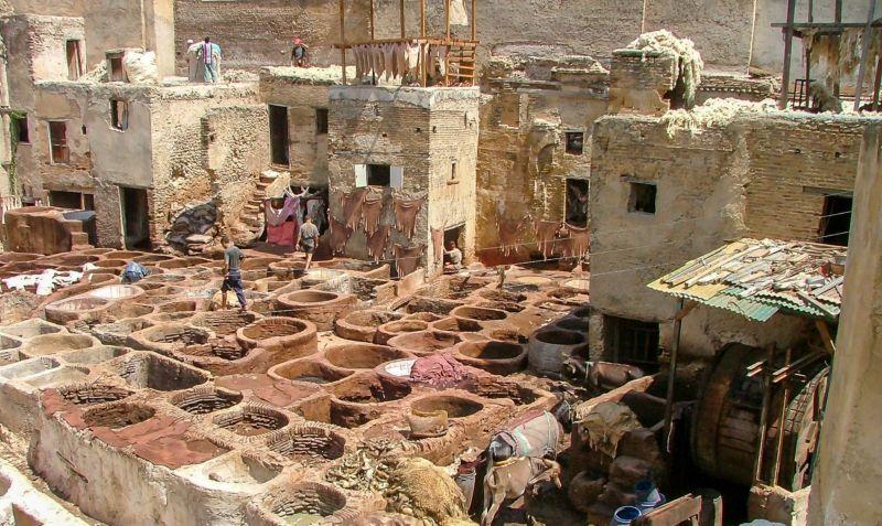 Fas'ın Meşhur Deri Tabakhaneleri. Tabakhaneyi teraslardan fotoğraflamak mümkün