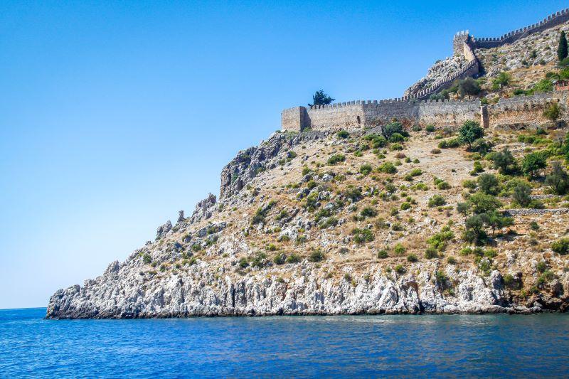 Kalenin surlarının denizden görüldüğü bir açı