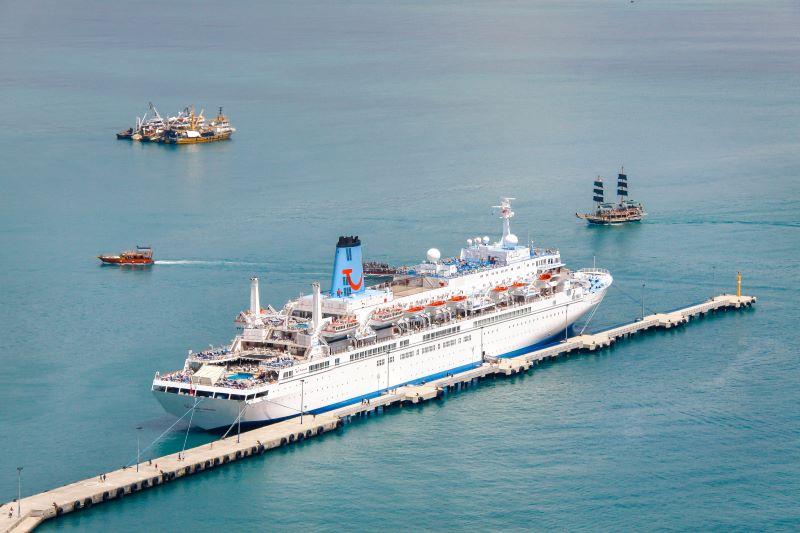 Günümüzde cruise gemileri de limana uğramaktadır