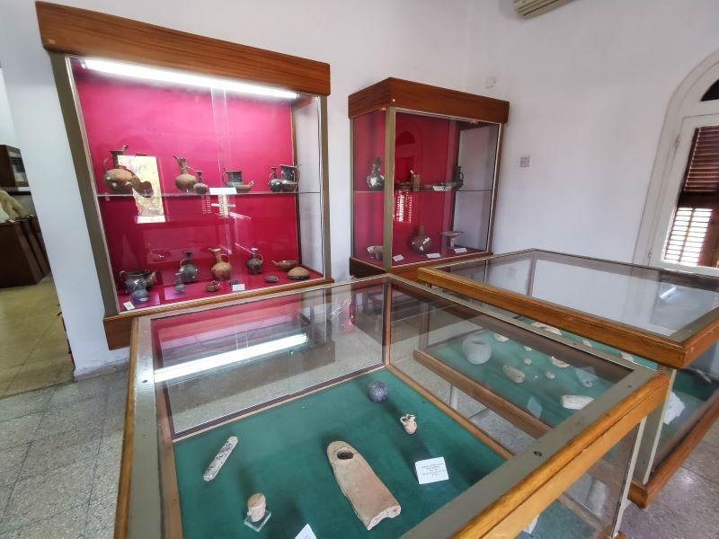Güzelyurt kasabasındaki arkeoloji müzesi. Soliden antik şehrinden çıkan eserler sergilenmektedir