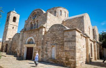Aziz Barnabas manastırının dışarıdan görünüşü