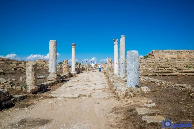 Salamis'in sütunlu cadde