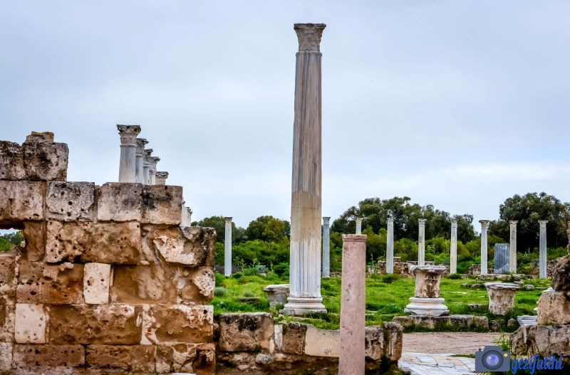 Salamis hamamından gymnasiuma bakan havuz
