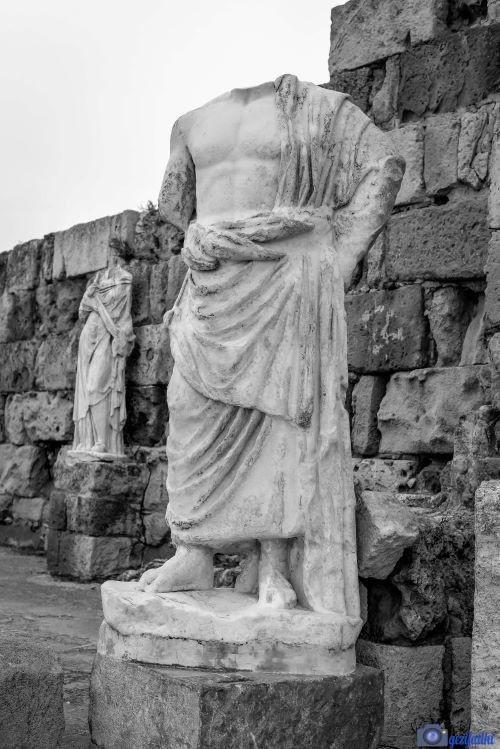 Salamis antik şehrinde Asklepios heykeli