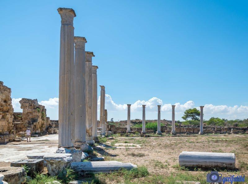 Salamis antik şehri sütunlarla çevrili gymnasiumu