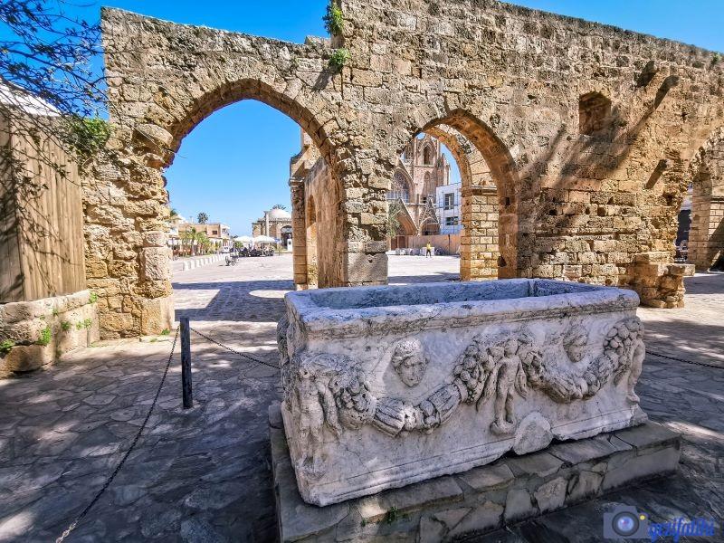 Mağusa'daki Venedik sarayı girişi