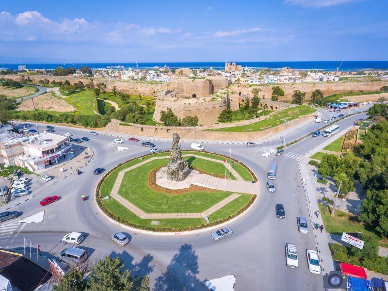 Mağusa şehrinin surları ve tarihi yapıları