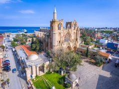Mağusa'da bulunan Lala Mustafapaşa Camisi (Aziz Nikolas kilisesi)