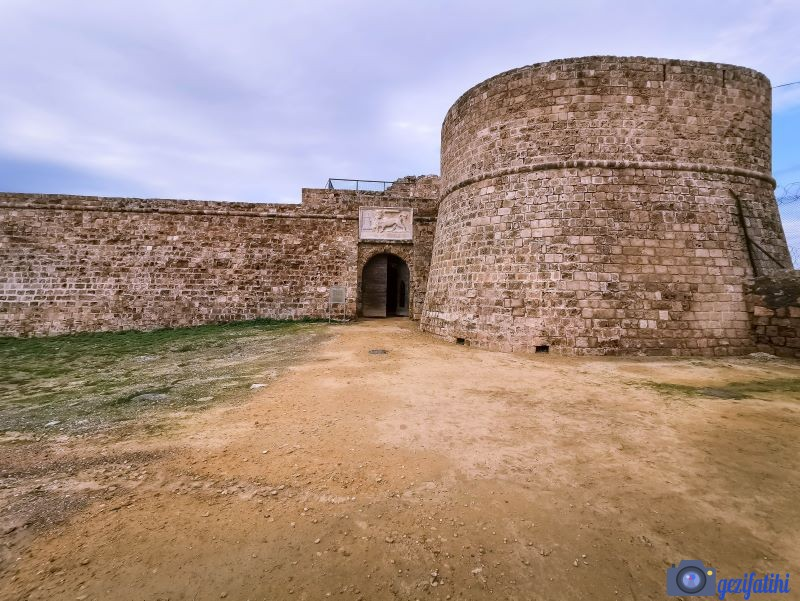 Otello kalesinin girişi