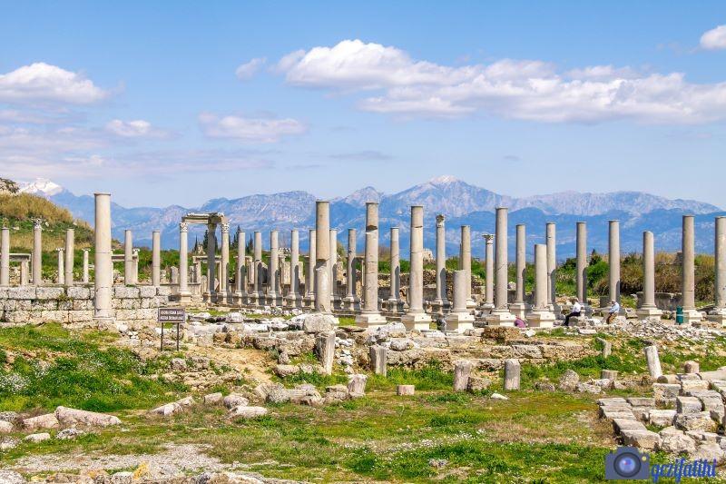 Perge antik şehrinin agorası(Perge gezi rehberi)