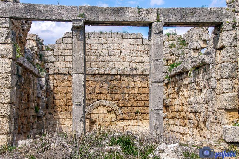 Perge hamamının bir parçası olan sıcaklık bölümü (Tepidarium)