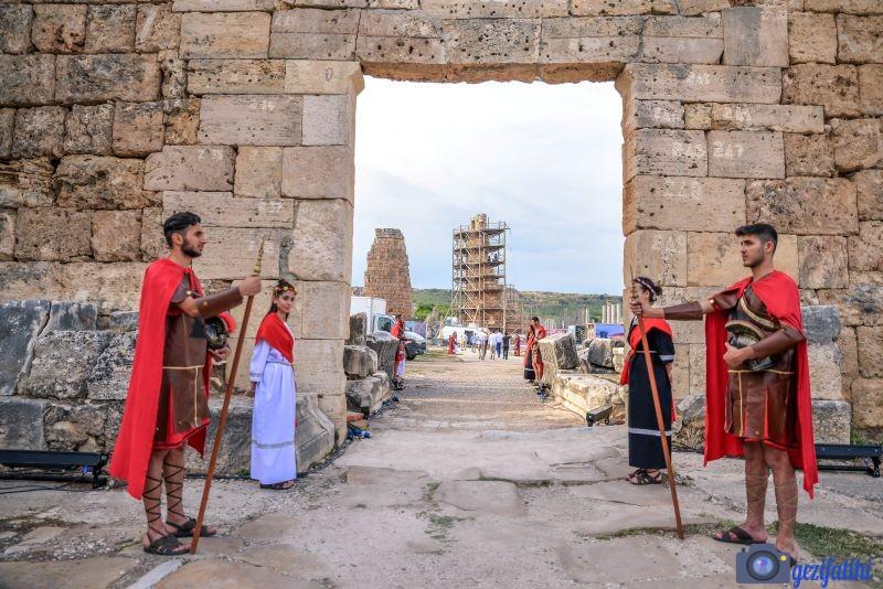 Perge'nin Roma kapısı. Günümüzde ziyaretçilerin giriş yaptığı kapı