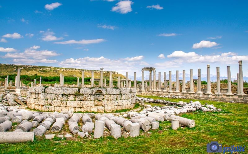 Pergenin sütunlarla çevrili agorası (Perge gezi rehberi)