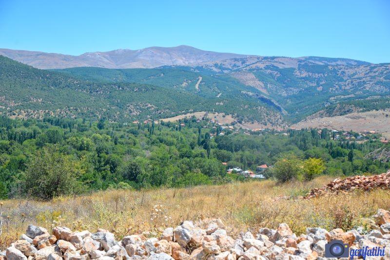Pisidia Antiokheia Antik şehri verimli bir ovada yer alıyor