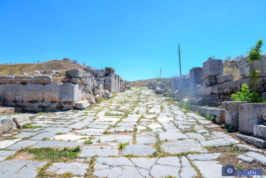 Decumanus Maximus caddesi. Izgara planlı şehir