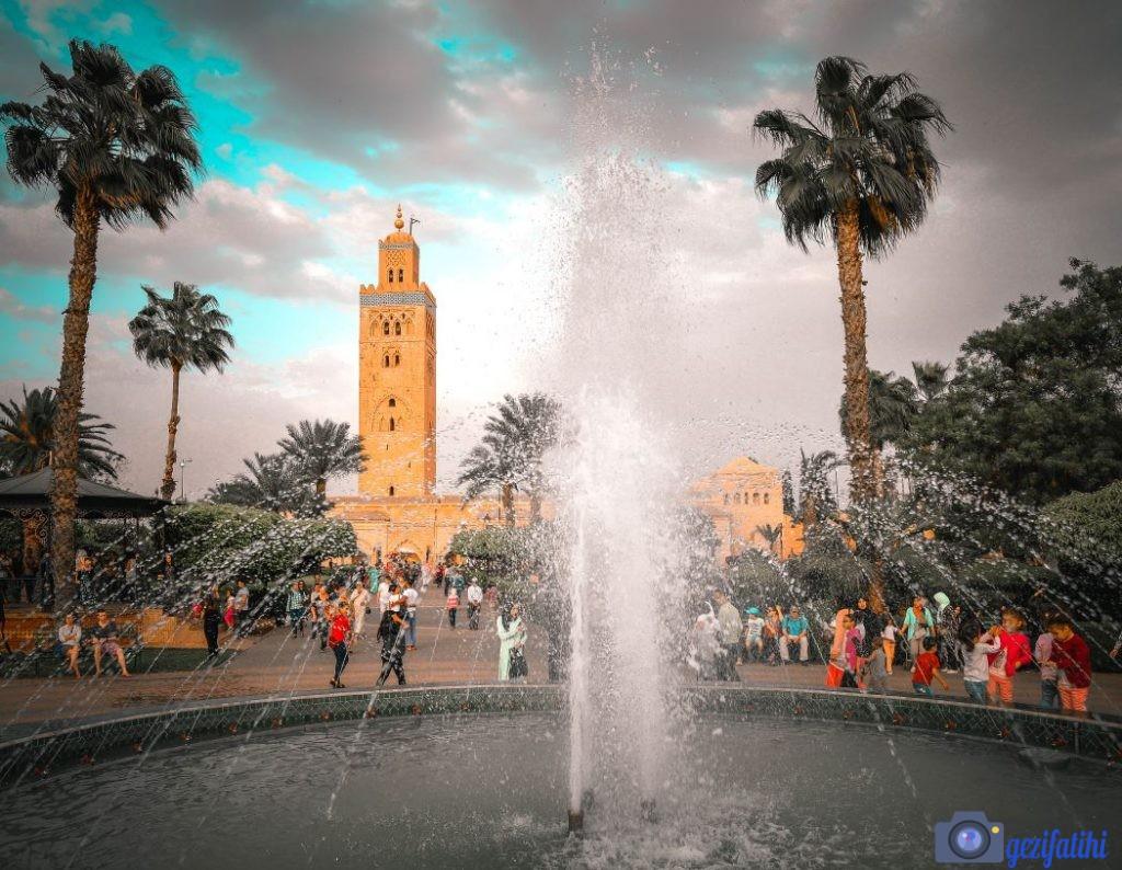 Kutubiyye Camisinin etrafındaki bahçe turistlerin uğrak yeridir.