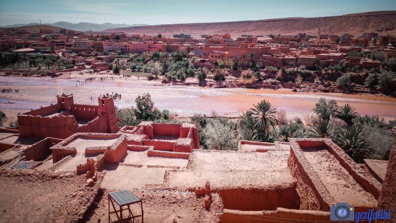Aid Ben Haddou, buraya hayat veren nehir ile güzel bir manzara oluşturmakta