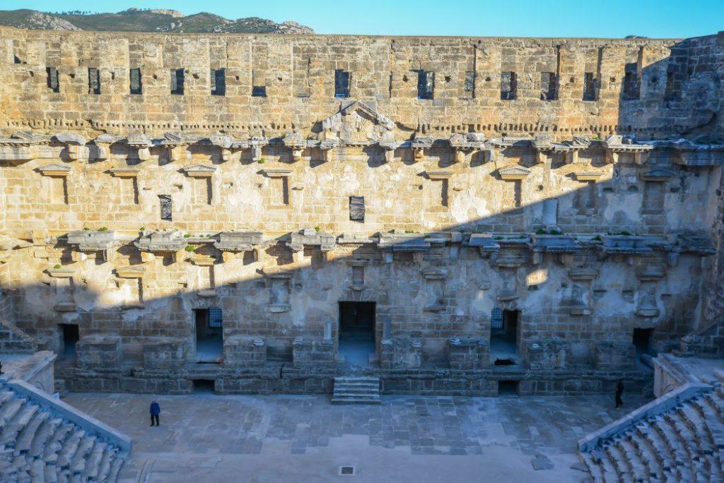 Sahne binası (Aspendos Tiyatrosu Gezi Rehberi)